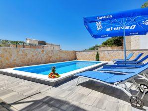 Ferienhaus Ivica in Makarska mit Pool