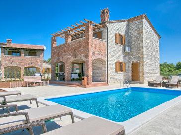 Villa Maiya