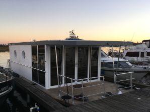 House boat AQUA-LOFTS im Yachthafen Ringel