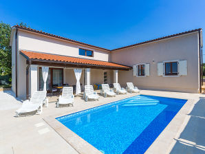 Villa Mia Selina mit Pool
