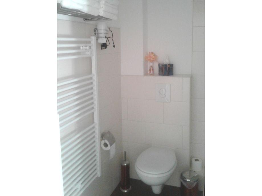 Ferienwohnung living apart leipzig leipzig firma living for Modernes bad mit dusche