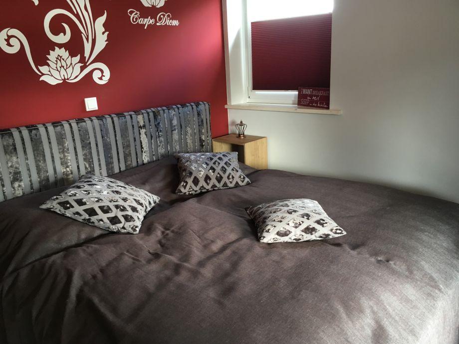 Schlafzimmer Ost mit Zugang zur Südterrasse