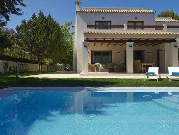 Exclusive villa deluxe near the beach