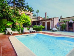 Ferienwohnung Large Mallorcan house with pool and private garden