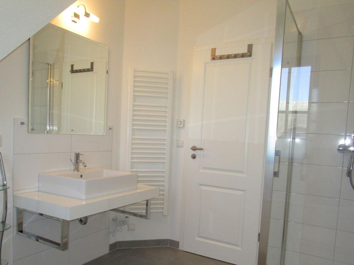 ferienhaus d nenwind r gen glowe firma lutz und dr angela hamisch herr lutz hamisch. Black Bedroom Furniture Sets. Home Design Ideas