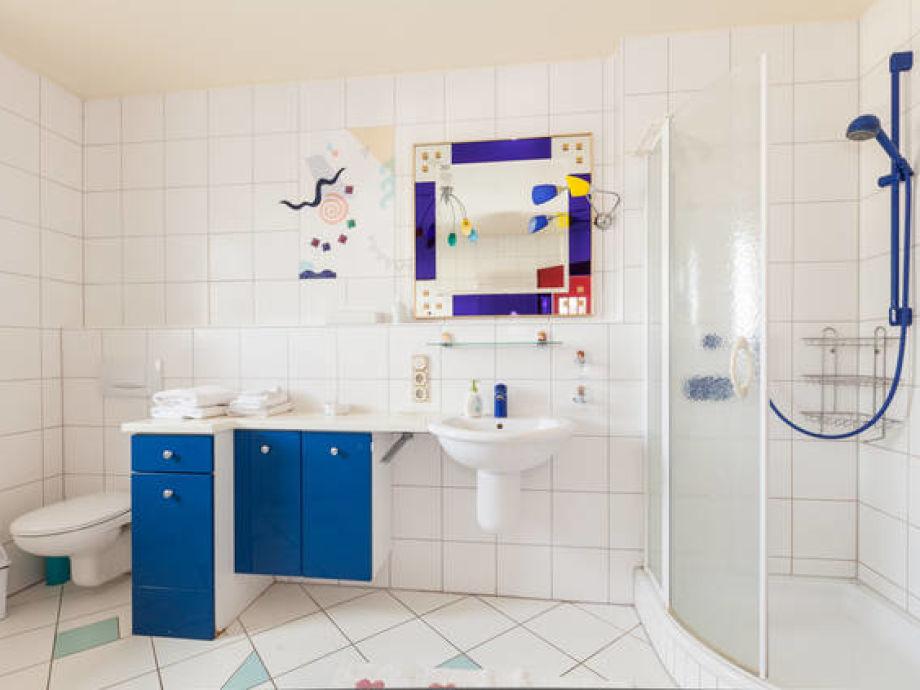 das erste badezimmer mit dusche und badewanne - Badewanne Mit Dusche Preis 2