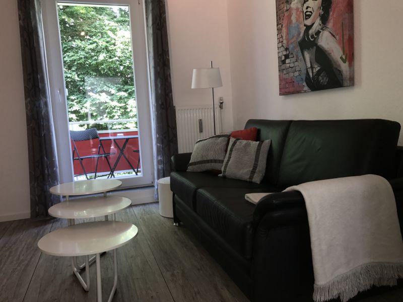 """Ferienwohnung """"Hugo"""" gelegen im Ferienhaus Travel Apartments"""