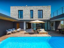 Villa Villa Greyhouse