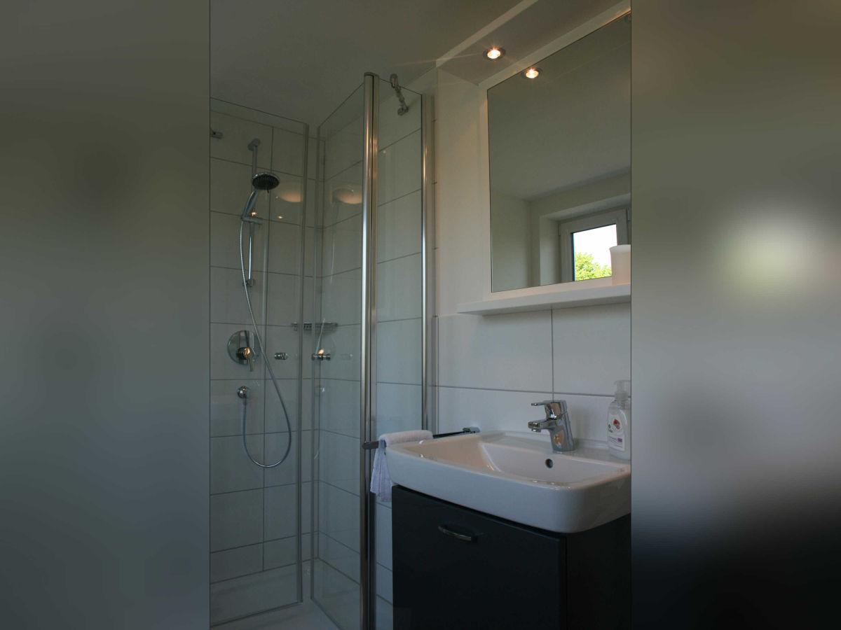 ferienwohnung g stehaus wohnung 2 wyk auf f hr firma. Black Bedroom Furniture Sets. Home Design Ideas