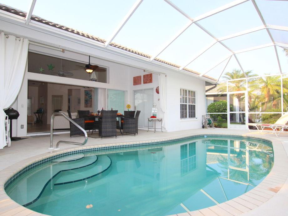Poolbereich, Blick auf Terrasse
