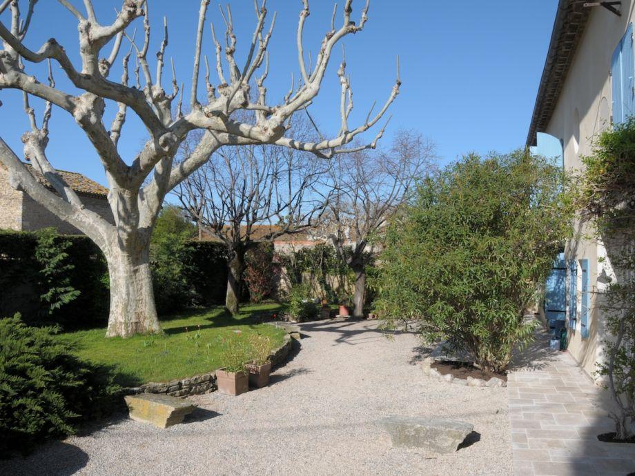 Ferienhaus mas giesard provence vaucluse familie for Garten pool im winter