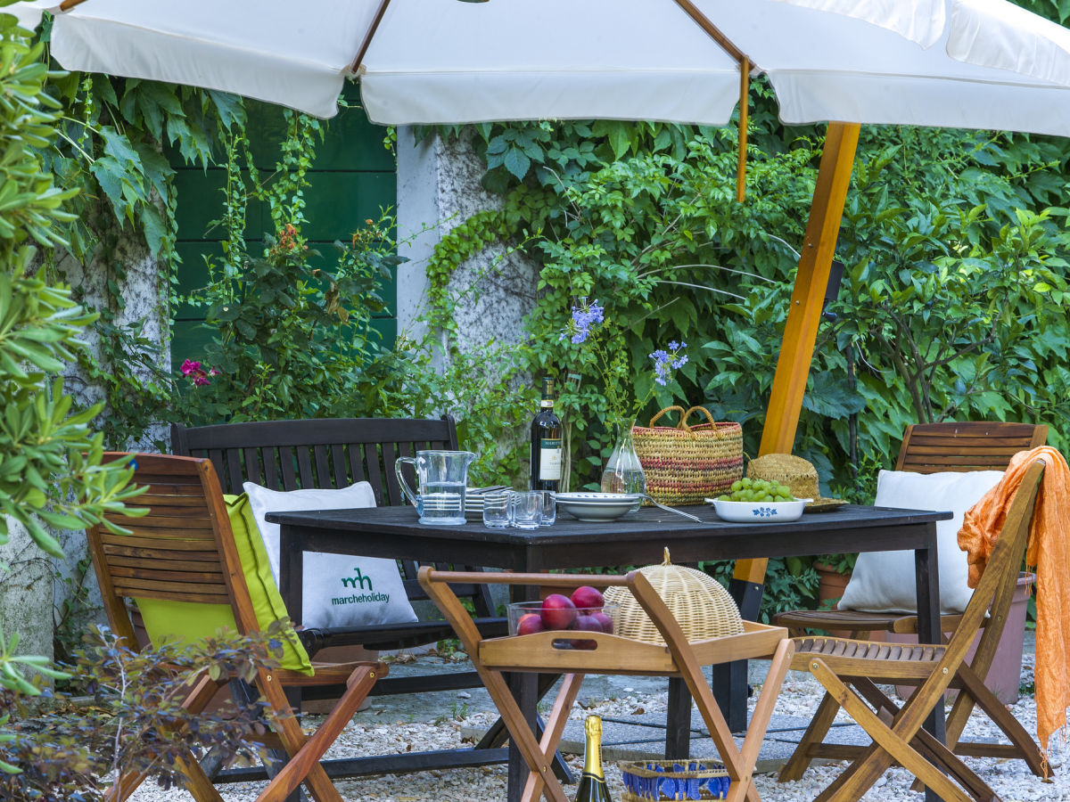 ferienhaus marcheholiday villa monti marken firma marcheholiday frau laura sabbatini. Black Bedroom Furniture Sets. Home Design Ideas