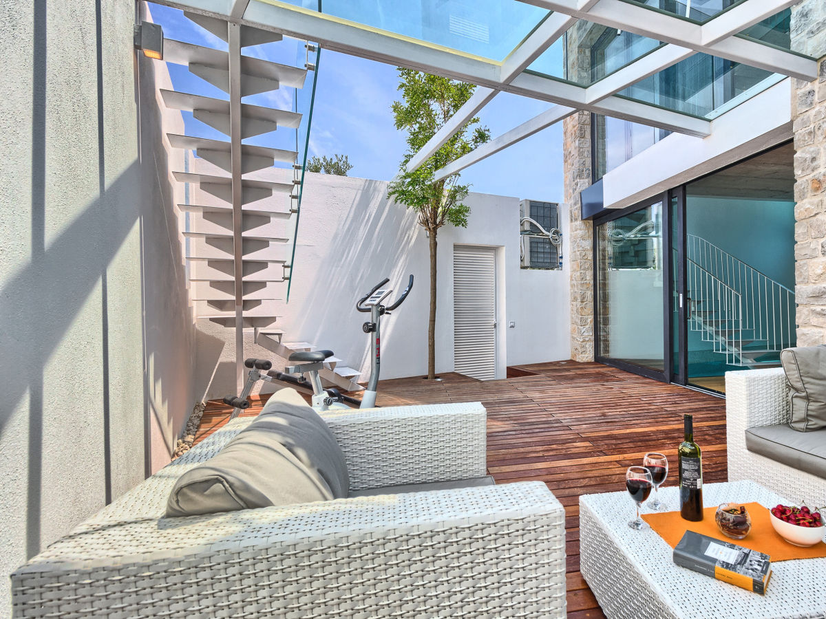 designer villa le interieur insel brac firma my. Black Bedroom Furniture Sets. Home Design Ideas