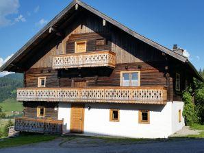 Alpine hut Heimatsberg farmhouse.