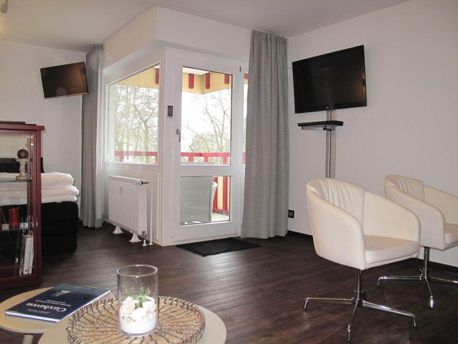 Ferienwohnung im terrassenhaus mit schwimmbad und sauna for Balkon teppich mit tapete sauna
