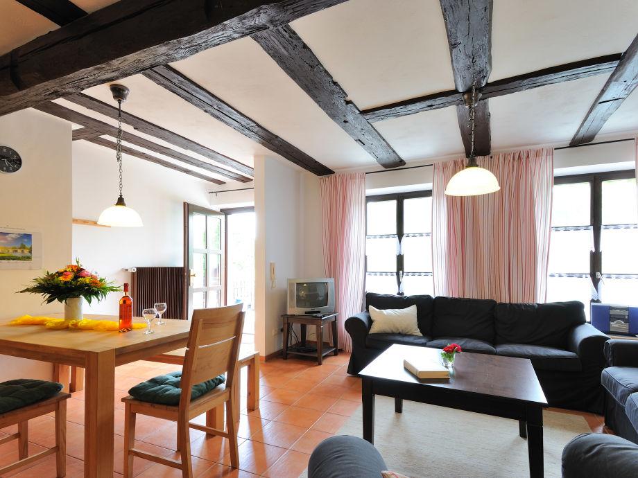 Wohn- und Esszimmer mit direktem Zugang zur Terrasse