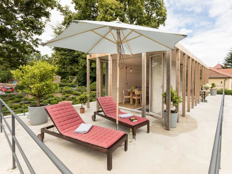 Ferienhaus Neubau auf denkmalgeschütztem Anwesen, direkt am Wasser, bei Potsdam und Berlin