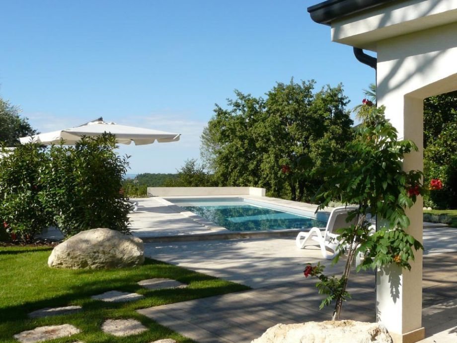 Außenaufnahme Ruhig gelegene Traum-Villa auf Naturgrundstück mit Pool