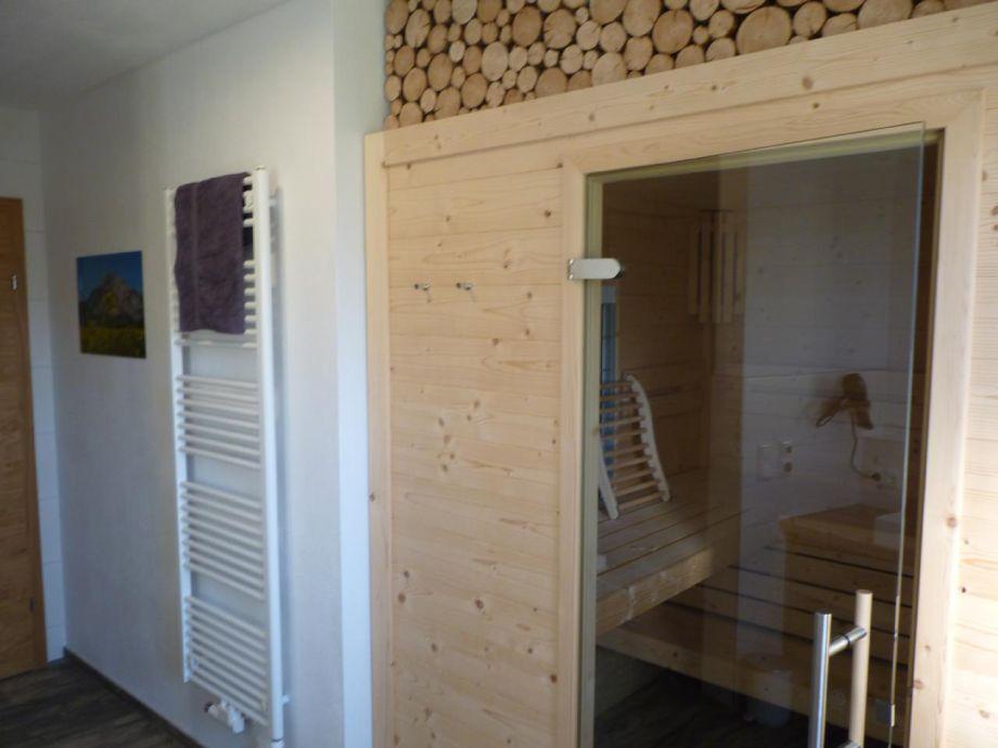 Gemutliches apartment zur seeseite mit sauna balkon for Balkon teppich mit tapete sauna