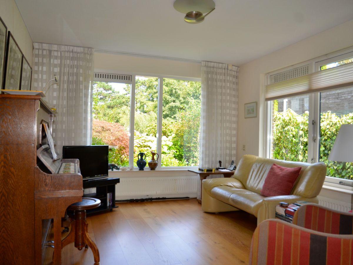 Ferienhaus eva nord holland bergen holland firma b home with us frau brigitte zinkl - Fernseher wohnzimmer ...