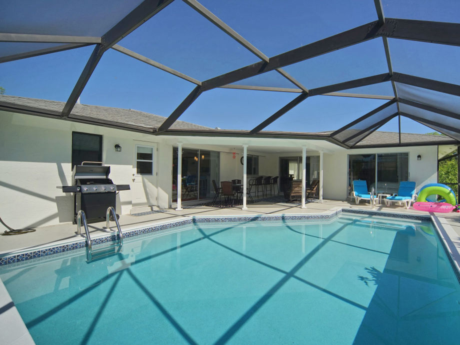 Pool mit Blick auf die Terrasse