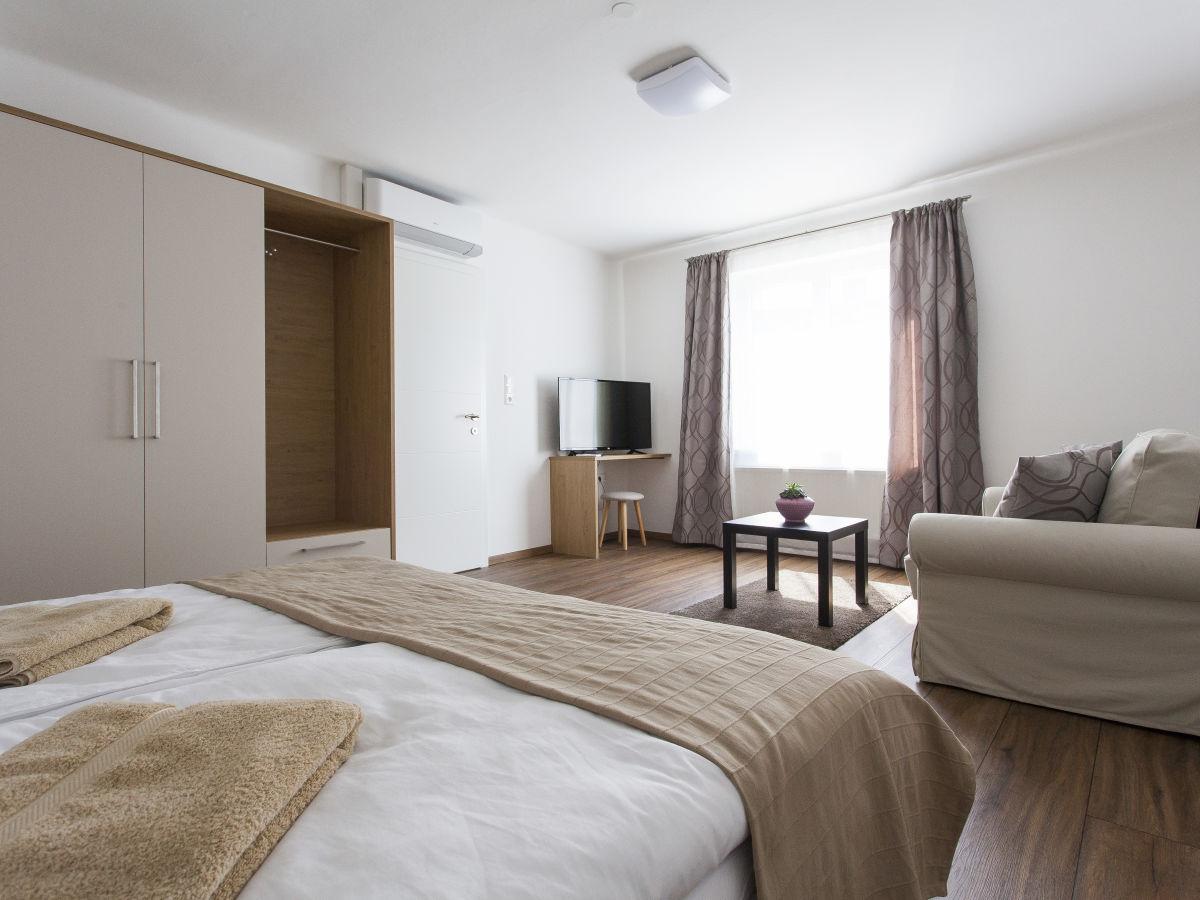 ferienwohnung zehentner wein feriendomizil neusiedler see illmitz frau theresa zehentner. Black Bedroom Furniture Sets. Home Design Ideas