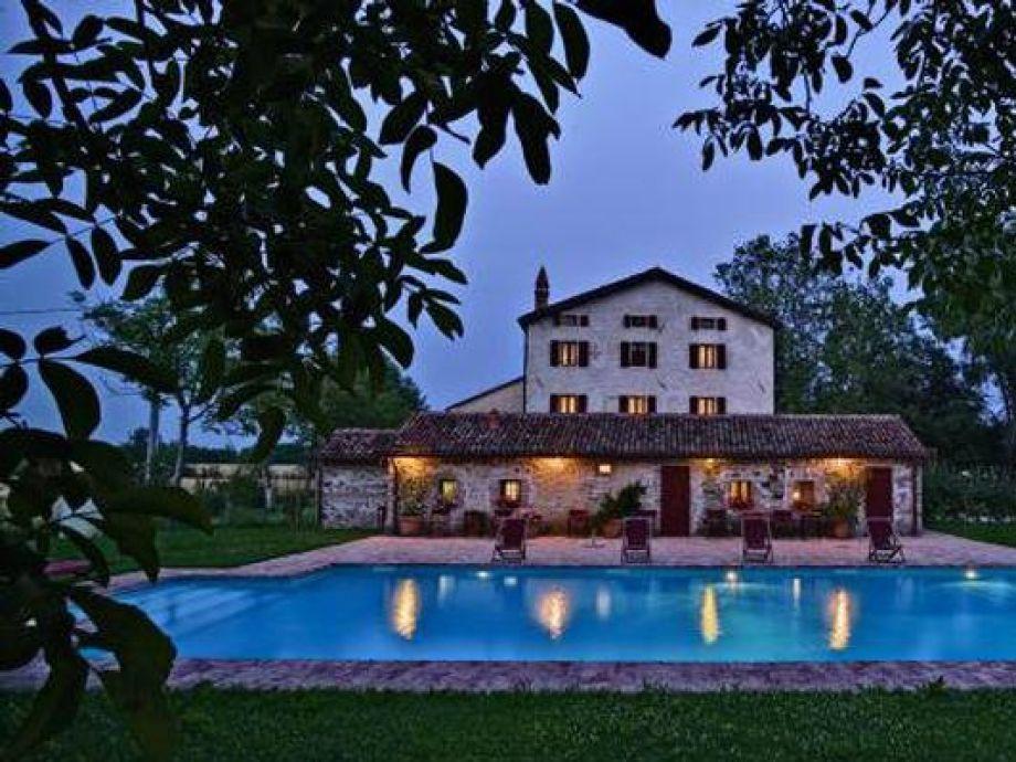 Außenaufnahme Traditionelles Bauernhaus in Venetien mit großem Garten, Loggia, Privatpool, Nähe Golfplatz
