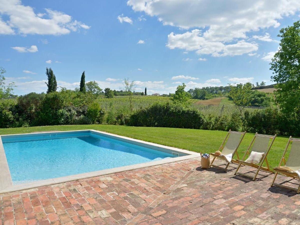 toskanisches landhaus mit besonderem flair gro er garten pergola pool toskana italien. Black Bedroom Furniture Sets. Home Design Ideas
