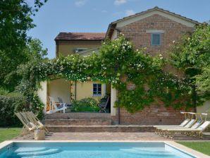 Toskanisches Landhaus mit besonderem Flair, großer Garten, Pergola, Pool