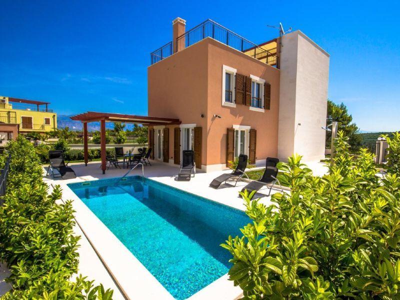Exklusives Ferienhaus mit Meerblick in Villenanlage nur 5 km von Supetar