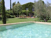 Villa Luxuriöse, historische Villa auf 1000 m² idyllischer Grünlage, modernes Interieur