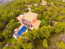 Villa Exklusive Architektenvilla, Panoramalage, Design-Interieur, mediterraner Garten