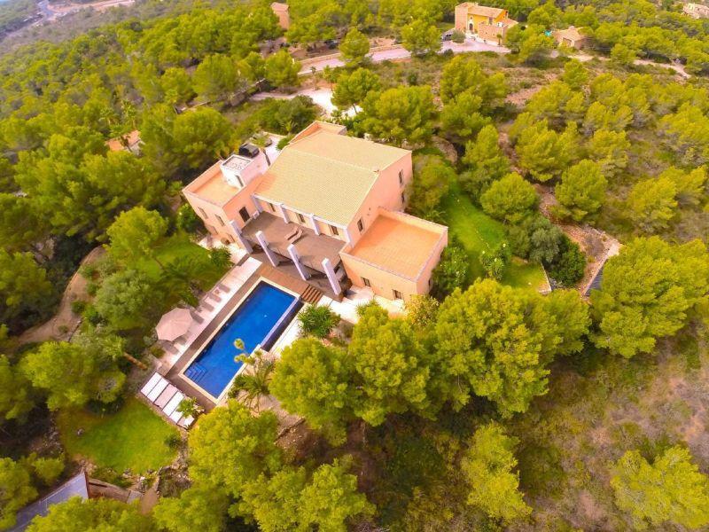 Exklusive Architektenvilla, Panoramalage, Design-Interieur, mediterraner Garten