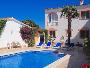 Ferienwohnung Don Philippo mit Pool und Bootsplatz