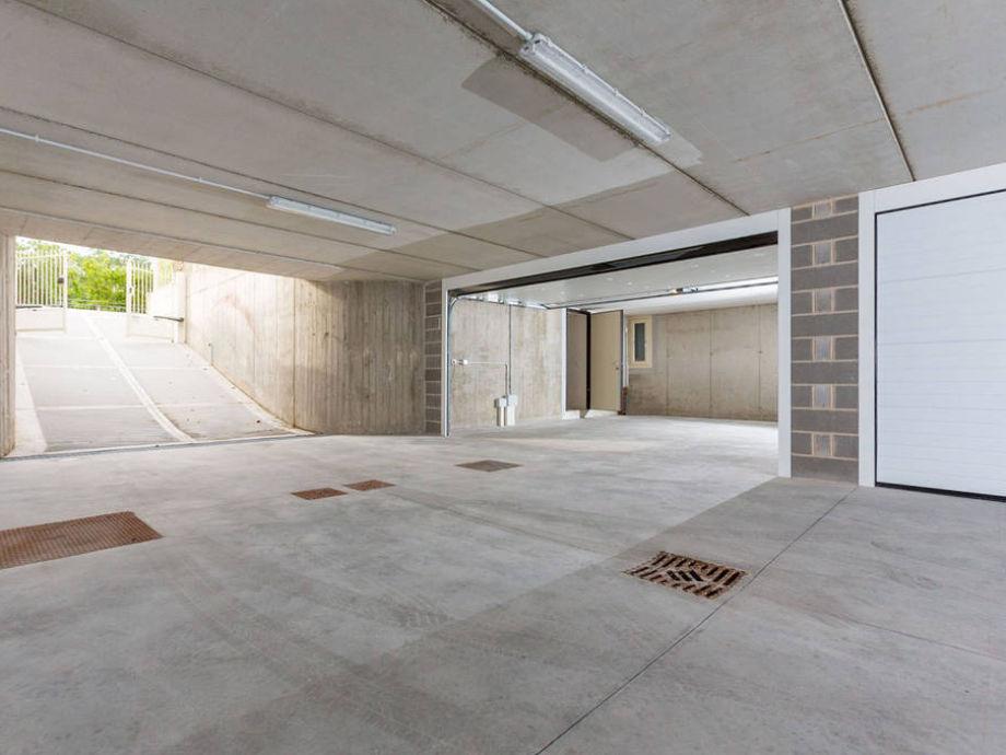 Villa mit privat pool gardasee lombardei manerba del for 2 1 2 metratura del garage