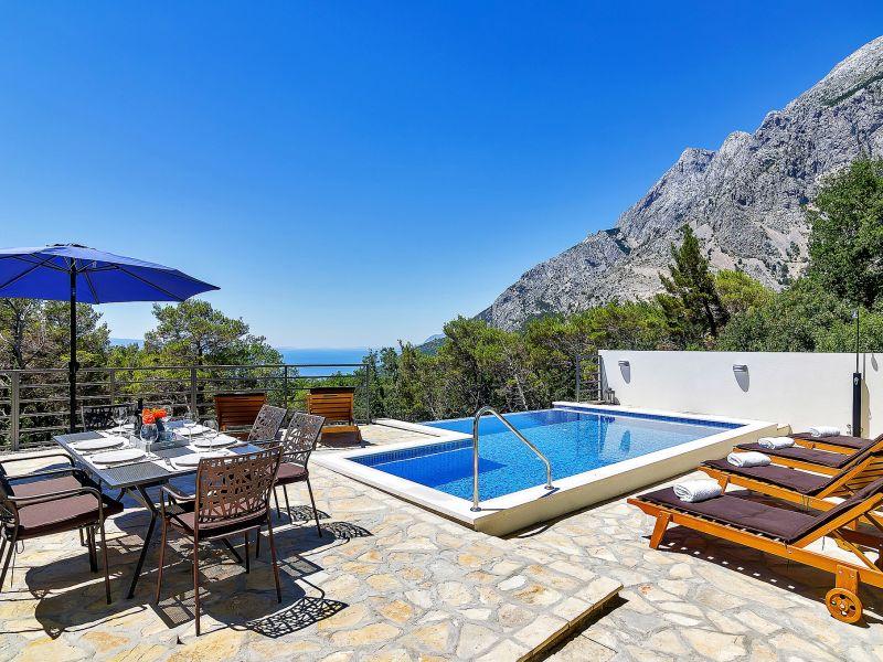Ferienhaus Sergio mit Pool und Meerblick