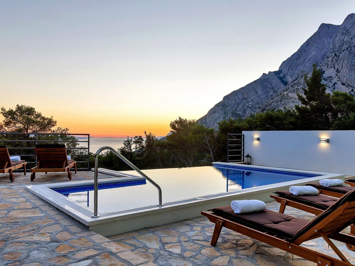 ferienhaus sergio mit pool und meerblick dalmatien makarska riviera baska voda firma. Black Bedroom Furniture Sets. Home Design Ideas