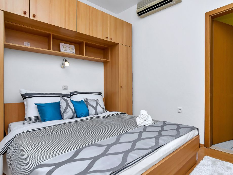 Das Schlafzimmer 3 Mit Ausgang Auf Die Poolterasse