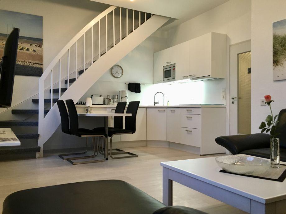 der Blick zur Küche und dem Weg nach oben