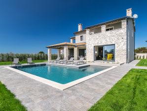 Schöne Villa in der Nähe von Pula