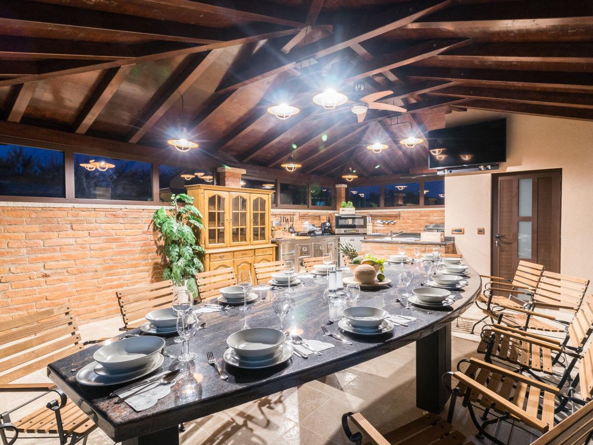 villa maxima 2km strand pula istrien firma we booking. Black Bedroom Furniture Sets. Home Design Ideas