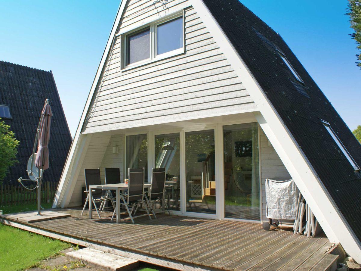 ferienhaus zeltdachhaus mit moderner ausstattung und w lan damp firma thomas immobilien. Black Bedroom Furniture Sets. Home Design Ideas