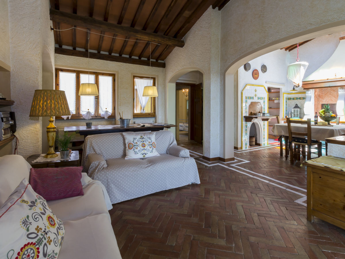 Ferienhaus casa paola 2071 seravezza firma happy holiday homes frau larisse mercera - Wohnzimmer boden ...