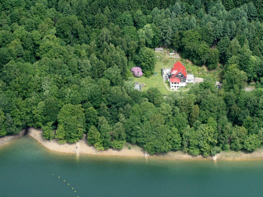 Das Haus am Ufer der Talsperre