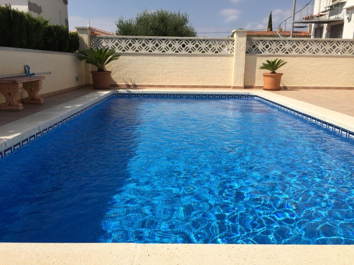 Ferienhaus casa mediterran roses firma dp servicios inmobiliarios frau daphne peschel - Pool salzwasser ...