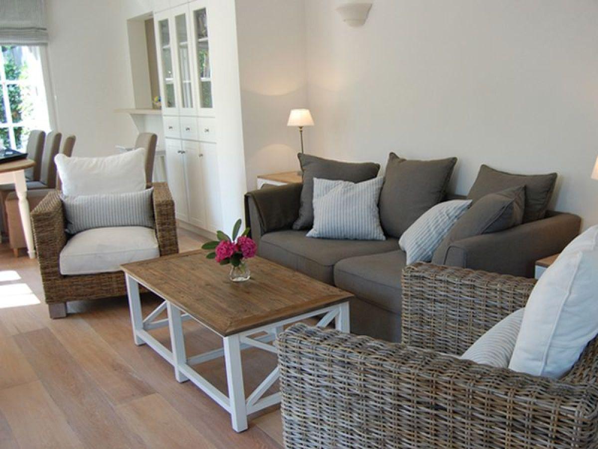 Ferienhaus ferien im einem ehem kapit nshaus wyk auf f hr firma sabine lorenzen immobilien - Farbkonzept haus ...