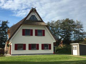 "Ferienhaus Reethaus ""Ostseewelle"""