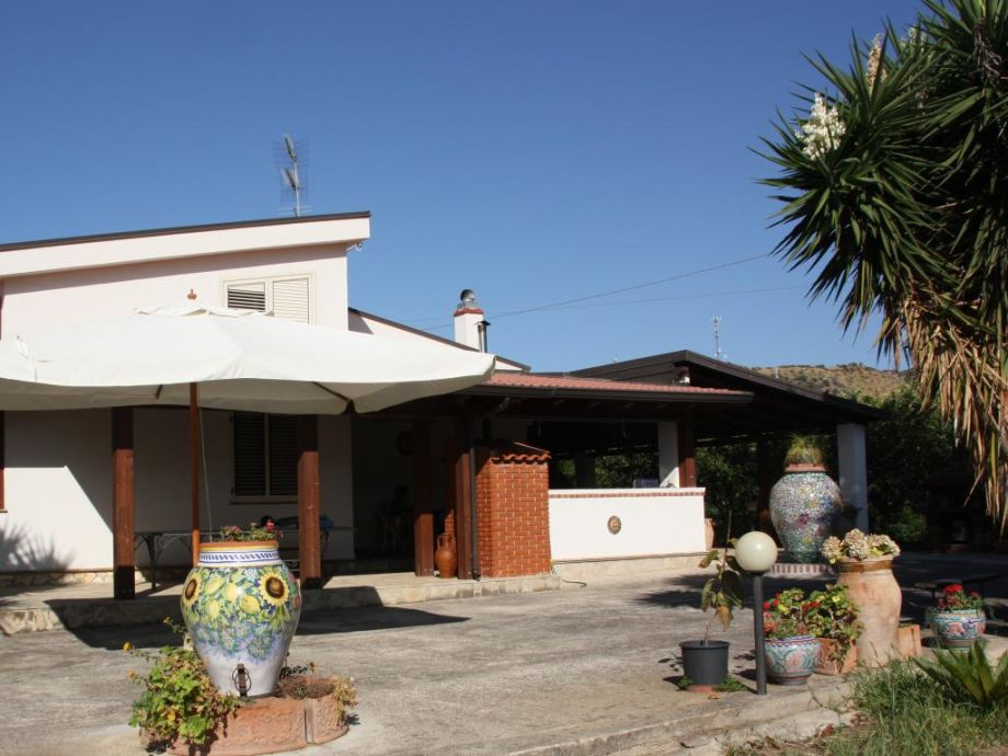 villa silvia messina sizilien italien firma ferienhaus sizilien herr oskar golde. Black Bedroom Furniture Sets. Home Design Ideas