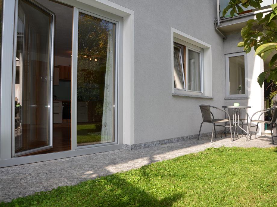 Terrasse mit Raucherbereich