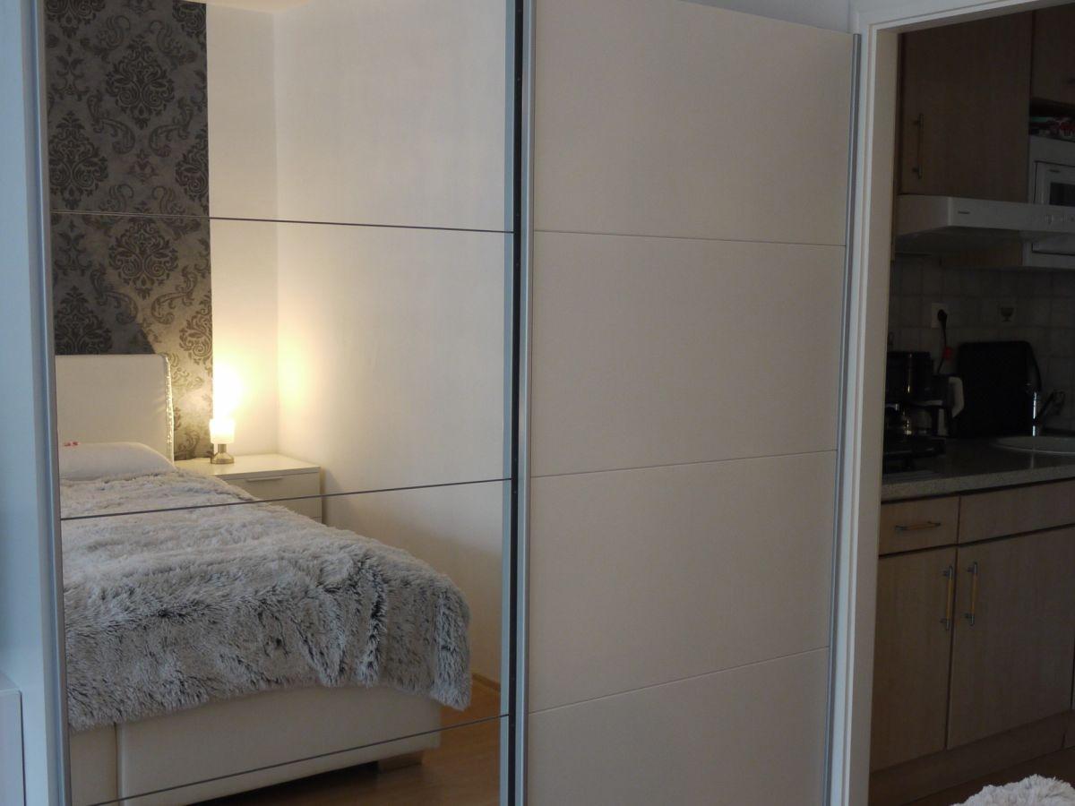 Ferienwohnung haus berlin appartement 43 bayern heilbad for Garderobe mit viel stauraum